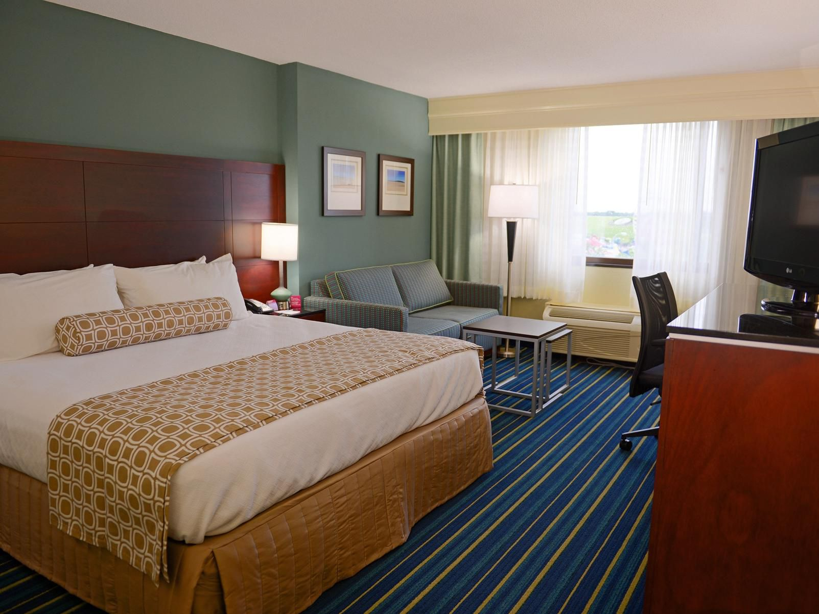 Crowne Plaza Virginia Beach Town Center - Virginia Beach, Virginia