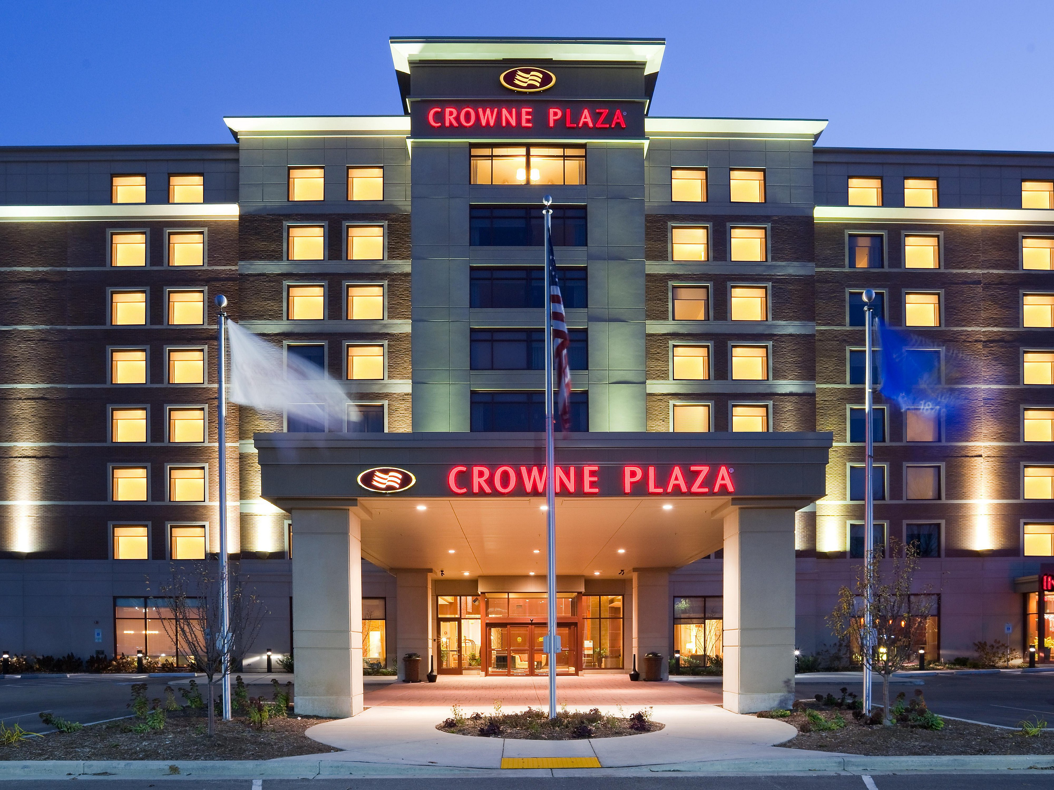 Hotels in Wauwatosa, WI | Crowne Plaza Milwaukee West
