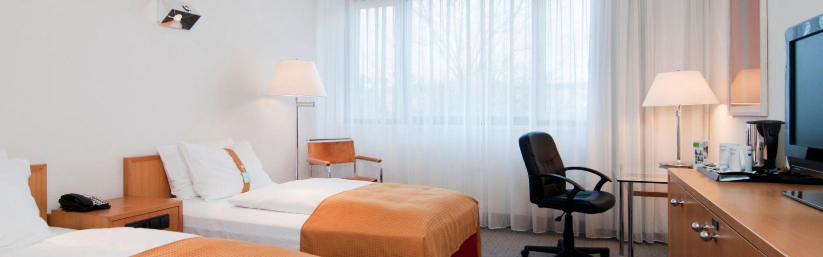 Siemens headquarter Hotel Flughafen Tegel - Holiday Inn Berlin ...