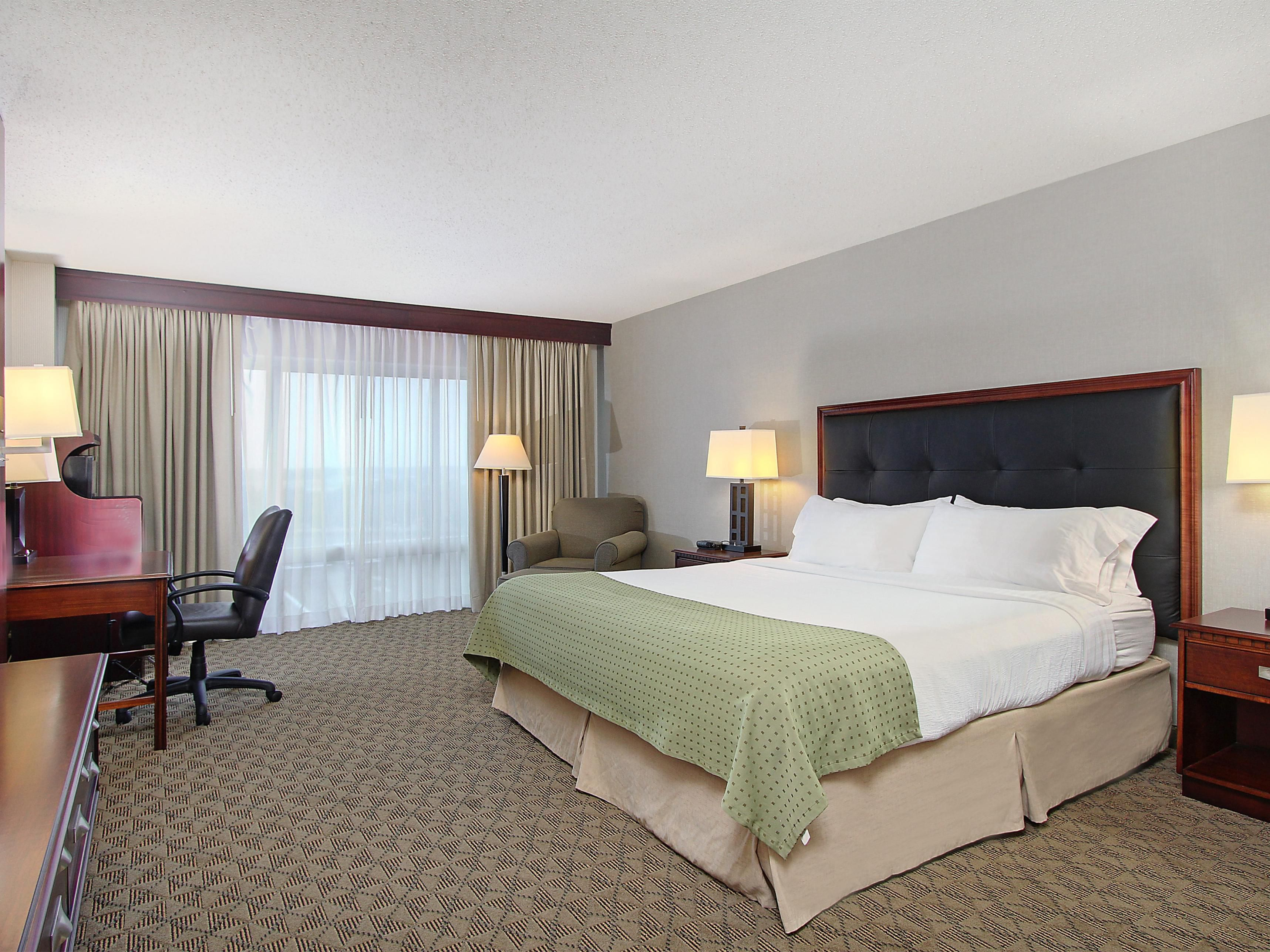 Relax in your guestroom at the Holiday Inn Bowling Green