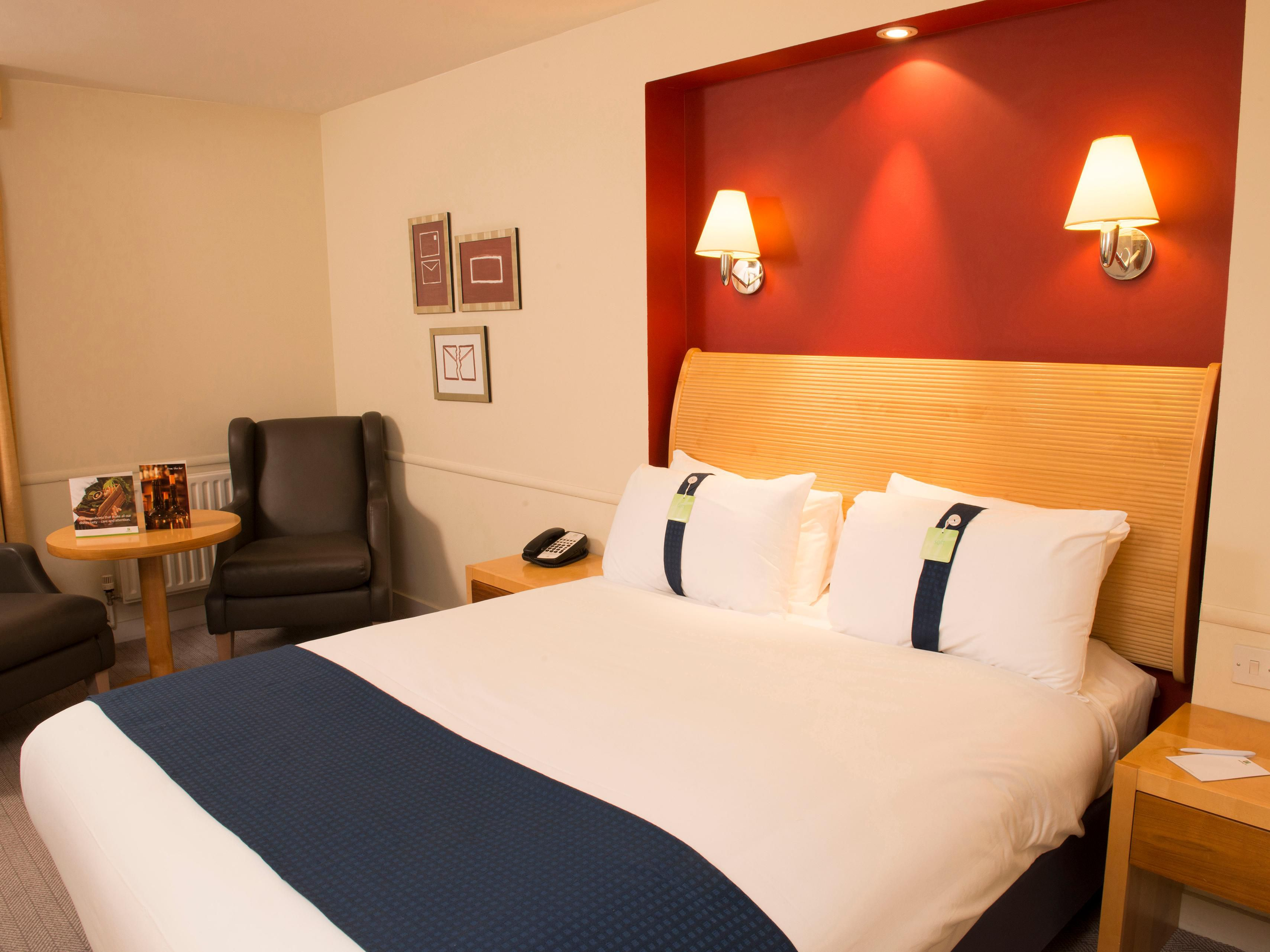 Holiday Inn Brentwood Double Bed Guest Room