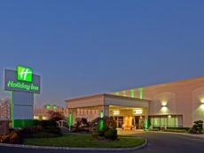 Holiday Inn Carteret Rahway in South Plainfield, New Jersey