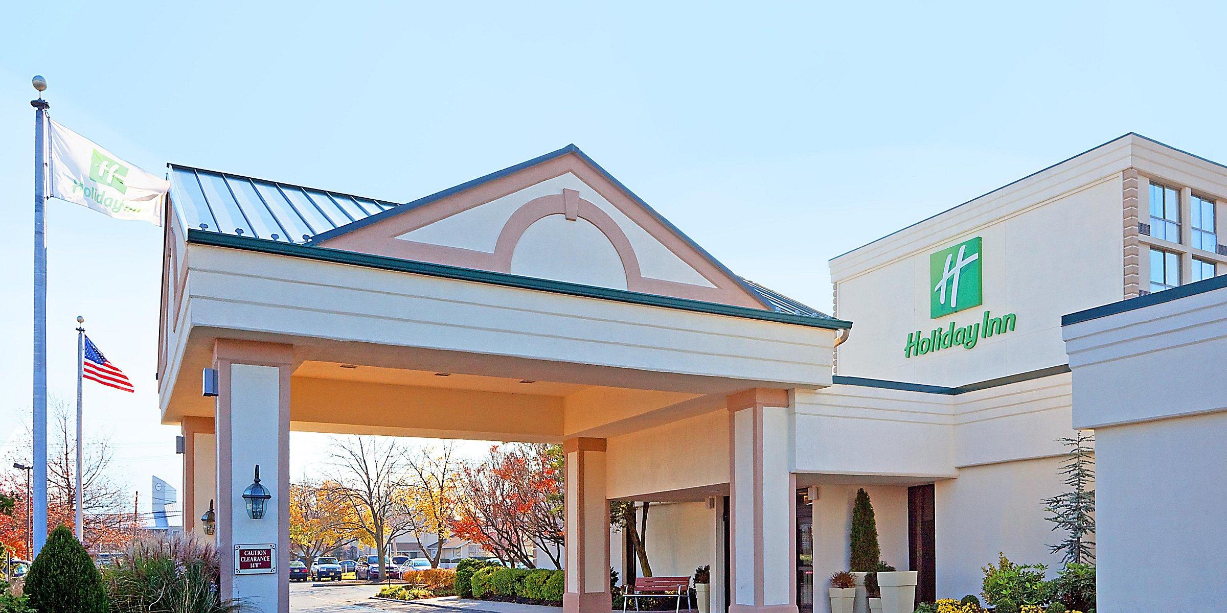 Pet-Friendly Hotels Near Philadelphia in Cherry Hill, NJ | Holiday
