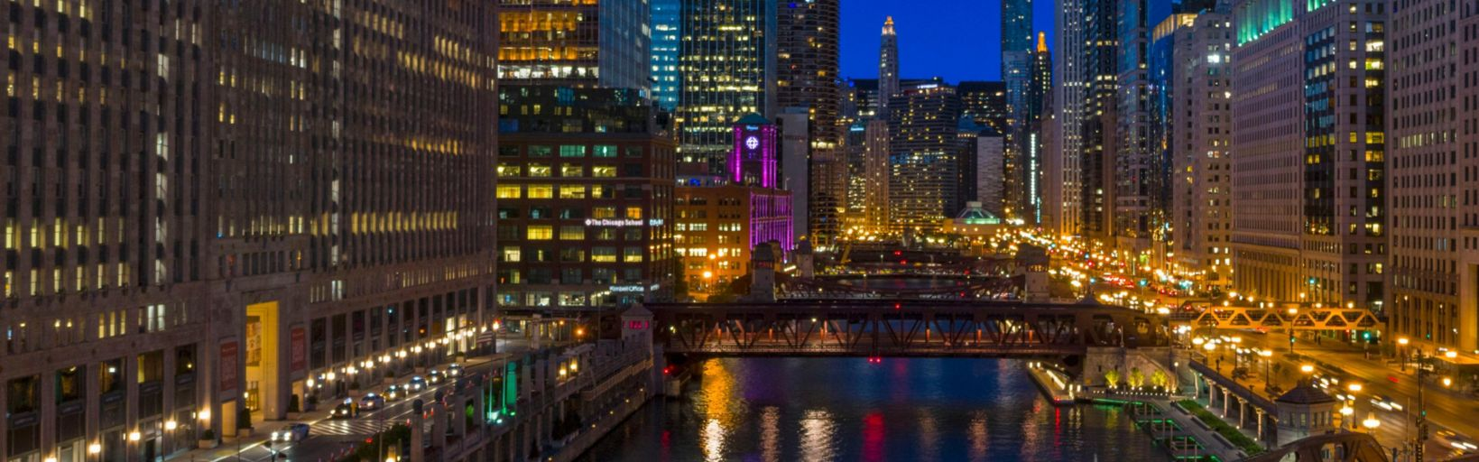 Holiday inn chicago mart plaza for Groupon chicago hotels