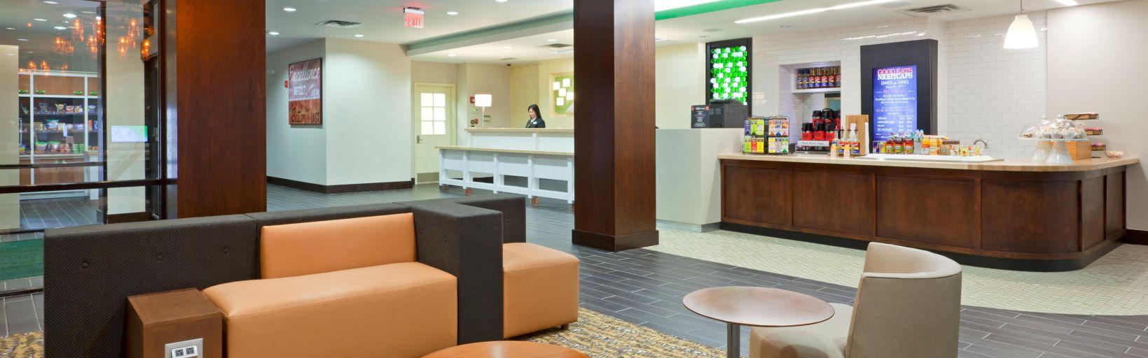 Hotel Lobby Holiday Inn Clark Near Edison Nj