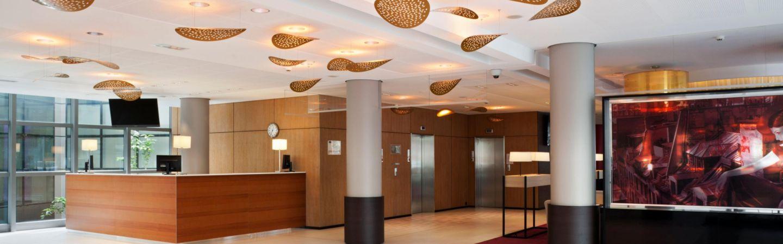 Espace d'accueil chaleureux, spacieux et lumineux