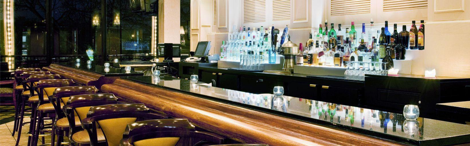Restaurants Near Holiday Inn Chicago Nw Crystal Lk Conv Ctr