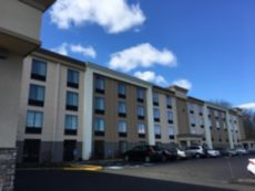 Holiday Inn Danbury-Bethel @ I-84 in Southbury, Connecticut