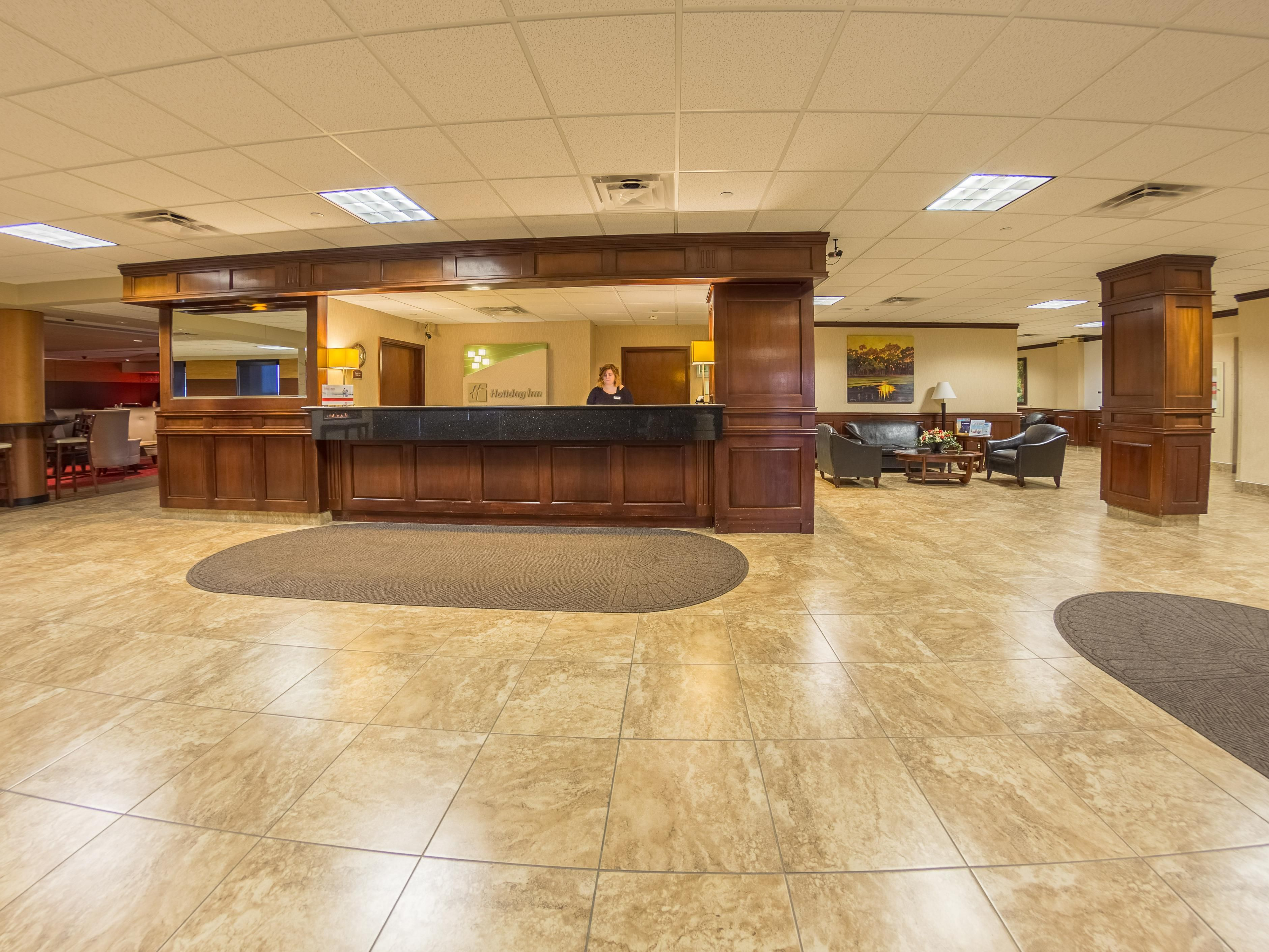 Des Moines Airport Hotel Lobby