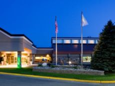Holiday Inn Detroit Lakes - Lakefront in Detroit Lakes, Minnesota