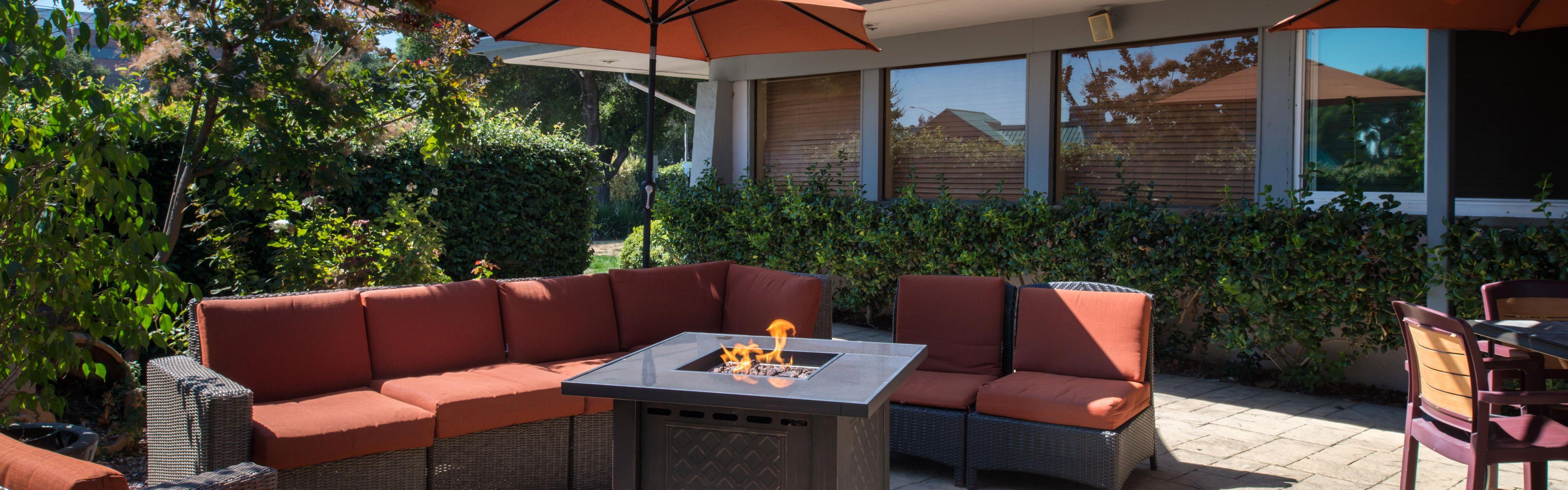 Bar and Lounge; Outdoor Patio ... & Restaurants Near Holiday Inn Dublin-Pleasanton