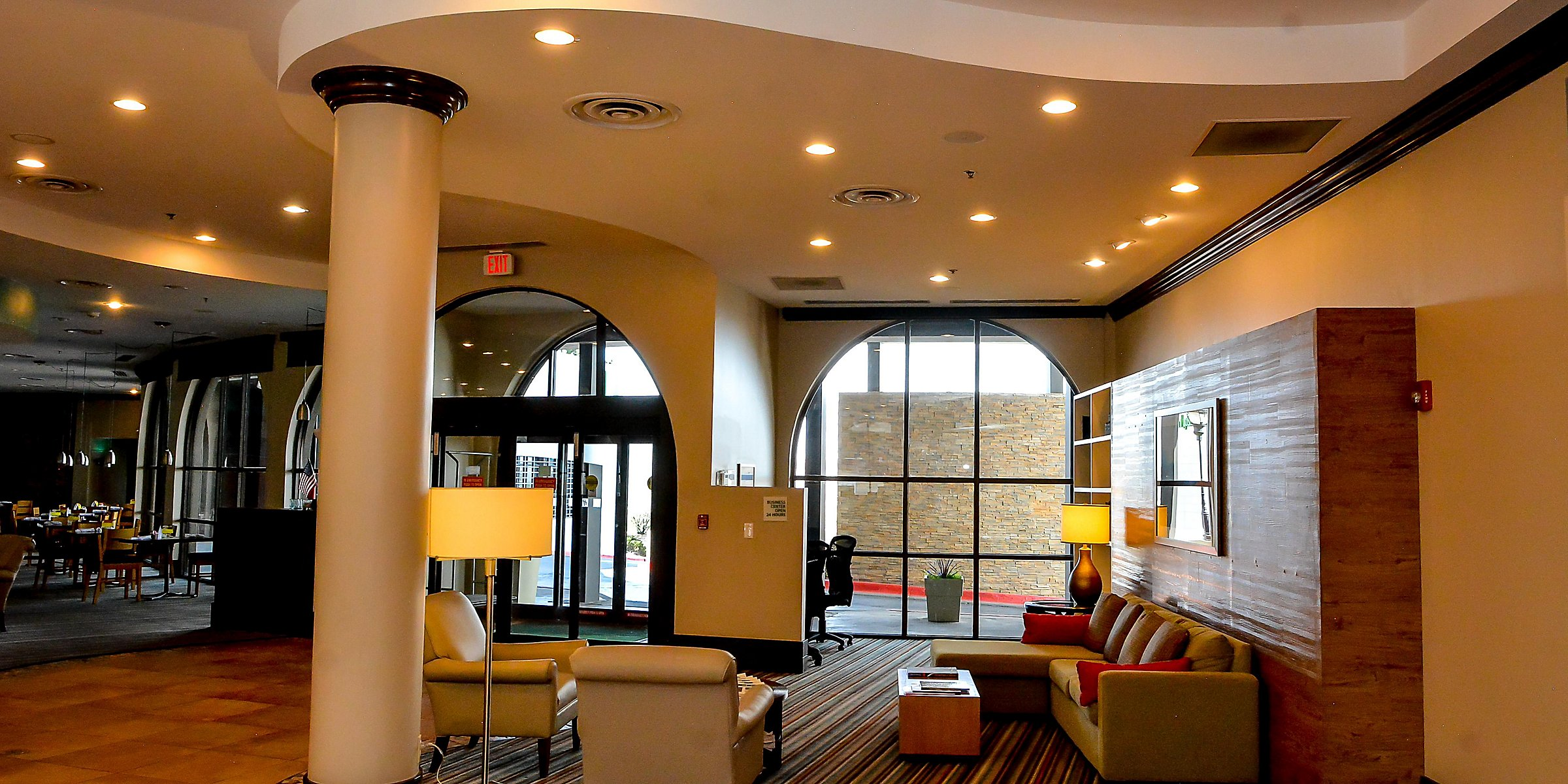 Holiday Inn El Paso West Sunland Park Hotel Lobby Bus