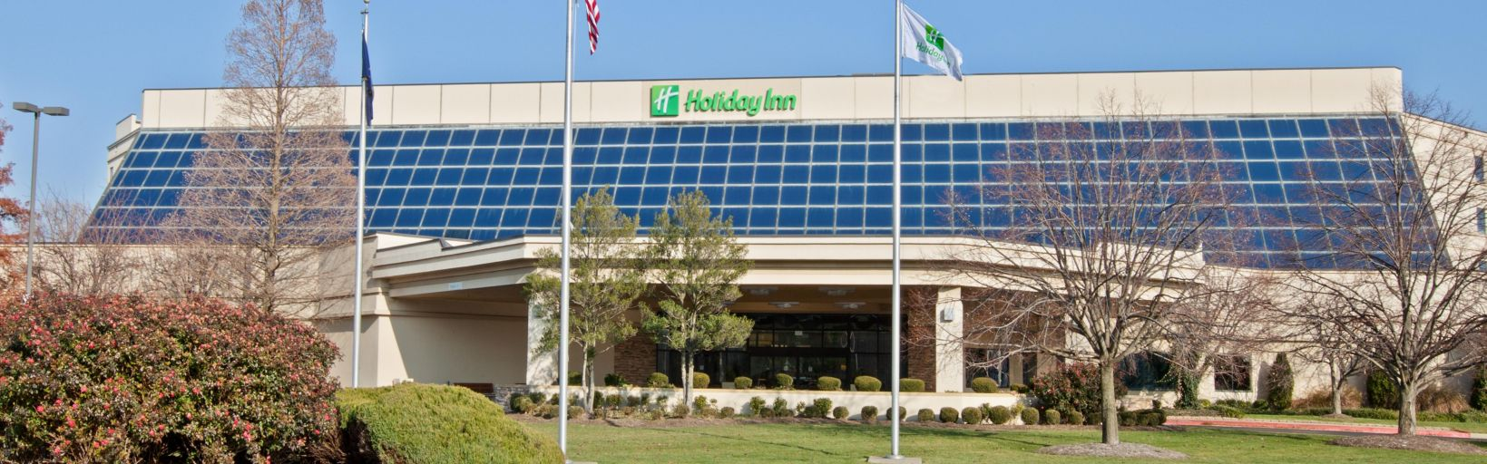 The holiday inn evansville is the closest hotel to evv airport