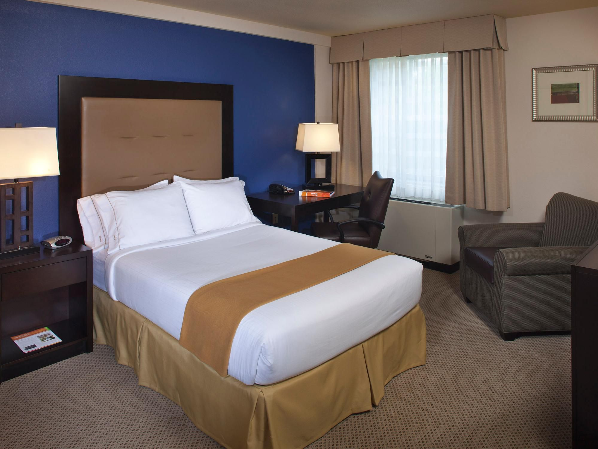 Rooms And Rates For Ihg Army Hotels Building 308 At Fort