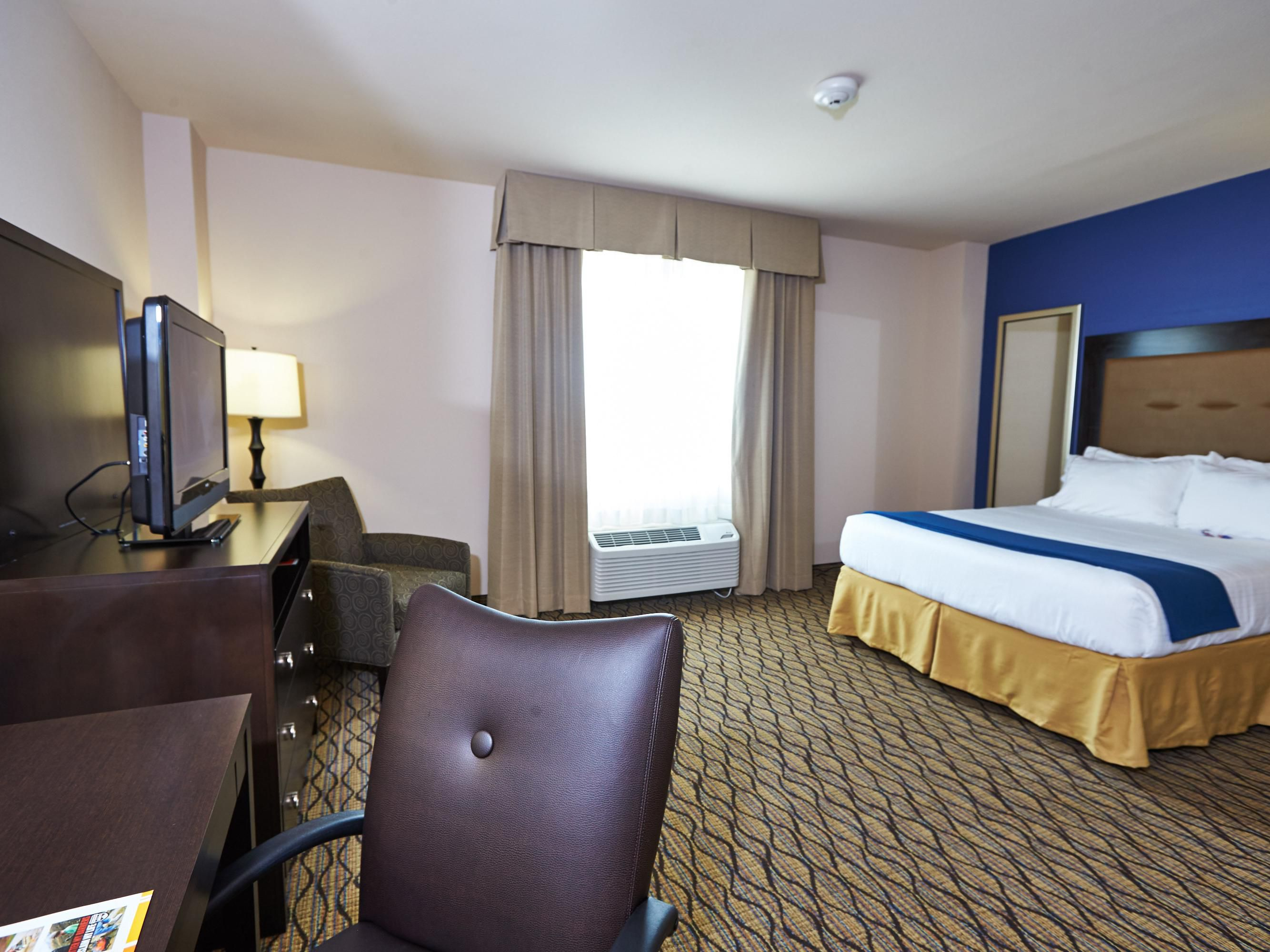Rooms And Rates For Ihg Army Hotels Building 592 At Ft