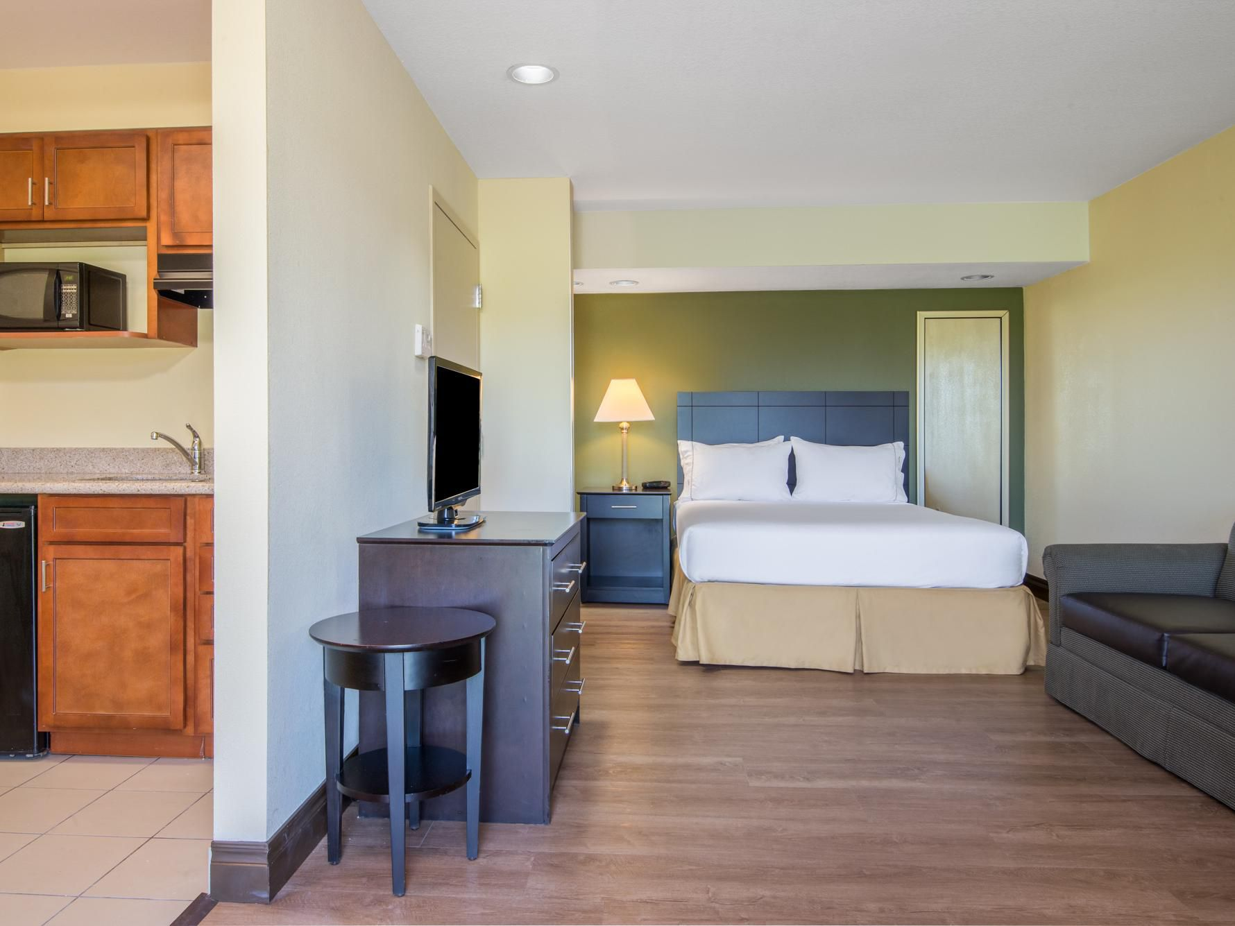 Rooms And Rates For Ihg Army Hotels Allin Aultman Hall At