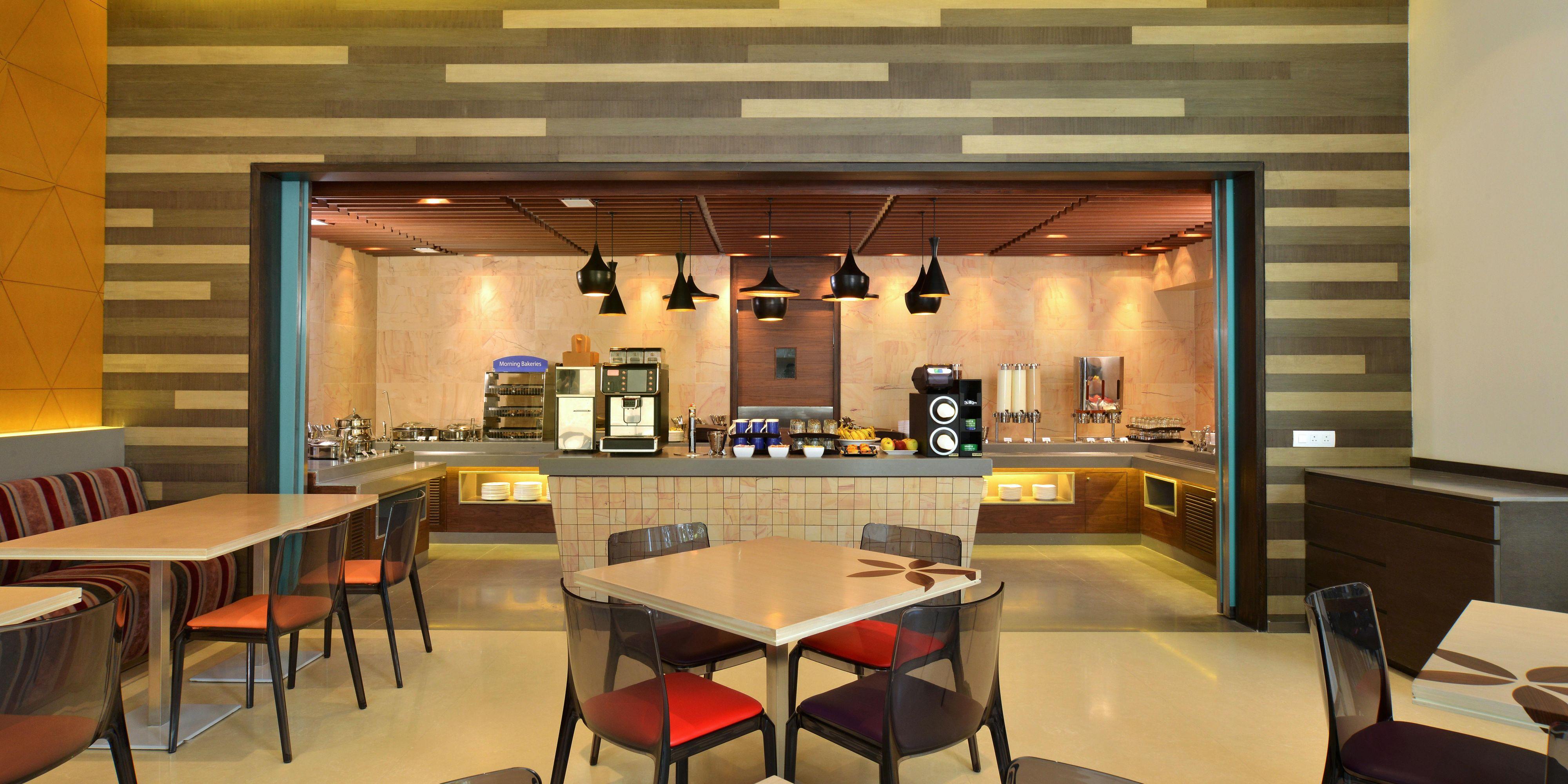 Hotel Furaat Inn Holiday Inn Express Ahmedabad Ashram Road Hotel By Ihg