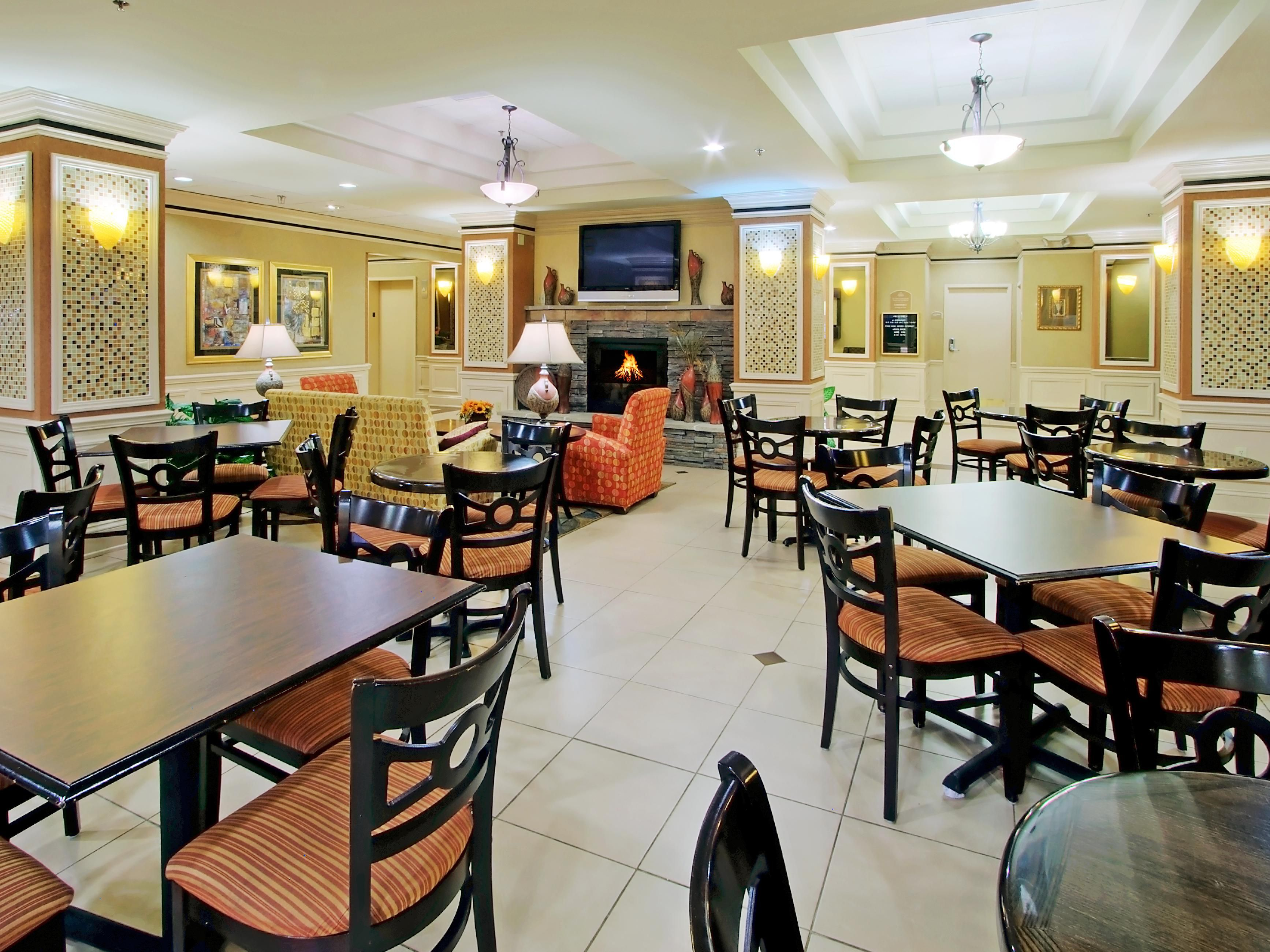 Albuquerque Holiday Inn Express-Midtown Breakfast Area