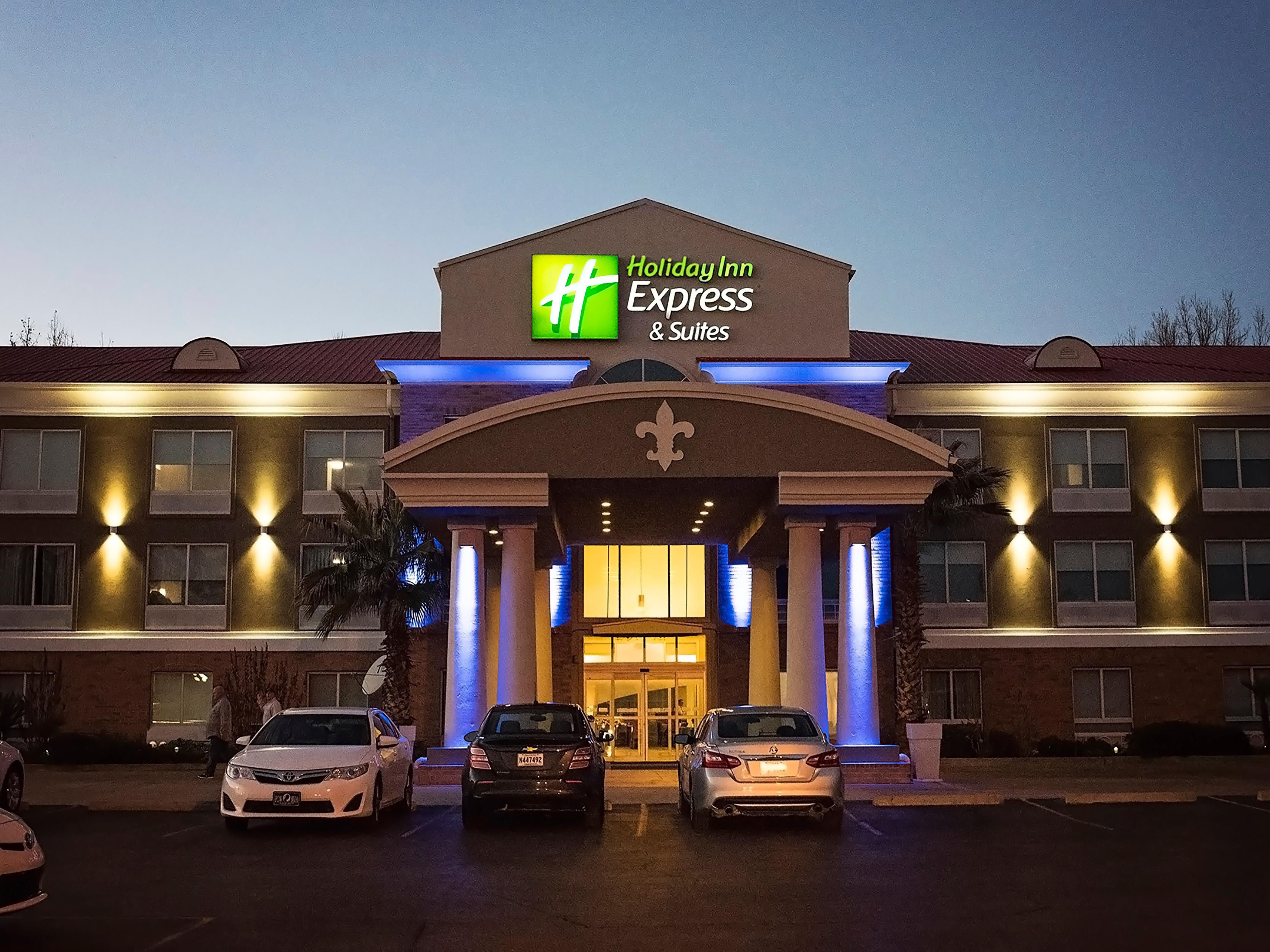 holiday inn express suites alexandria hotel in. Black Bedroom Furniture Sets. Home Design Ideas