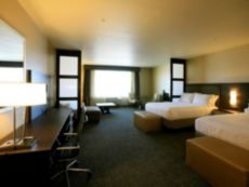 Holiday Inn Express & Suites Anaheim Resort Area