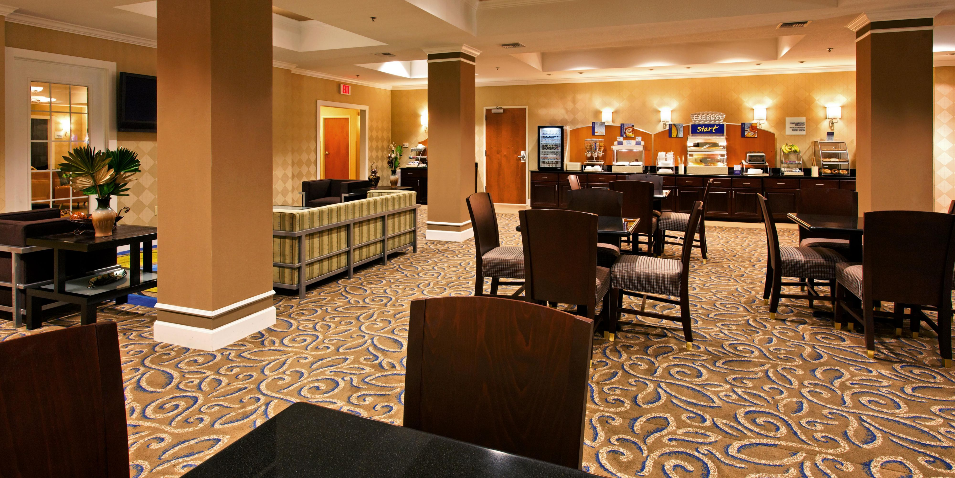 Holiday Inn Express And Suites Andalusia 2531594234 2x1