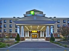 Holiday Inn Express & Suites Anderson in Muncie, Indiana