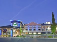 Holiday Inn Express & Suites Ashland in Central Point, Oregon