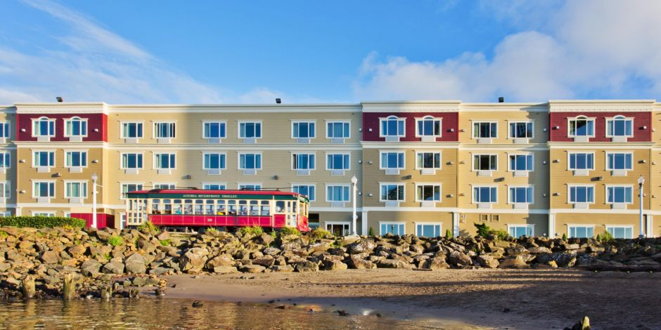 Holiday Inn Express Suites Astoria