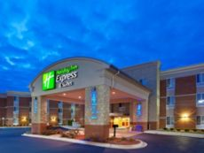 Holiday Inn Express & Suites Auburn Hills in Auburn Hills, Michigan