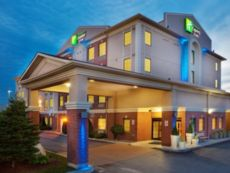 Holiday Inn Express & Suites Barrie in Barrie, Ontario