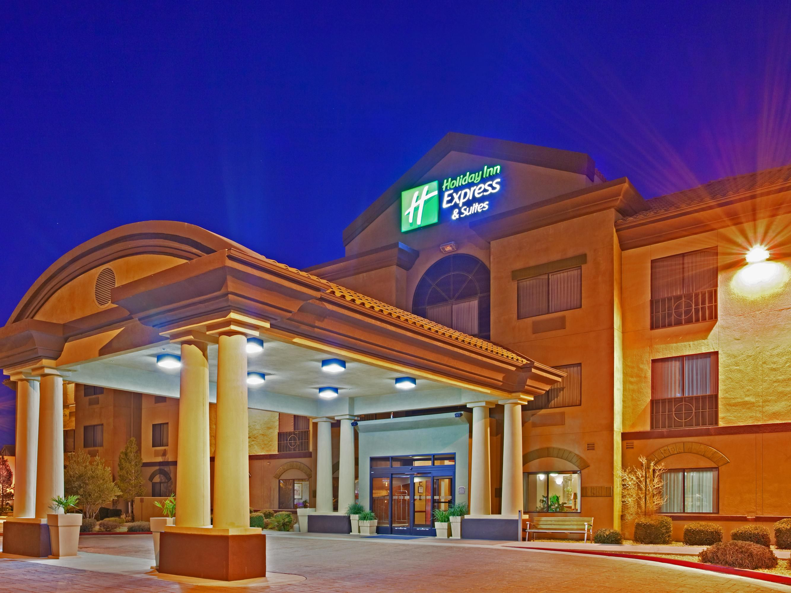 Holiday Inn Express & Suites Outlet Center Front Entrance 3