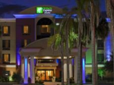 Holiday Inn Express & Suites Bartow in Bartow, Florida