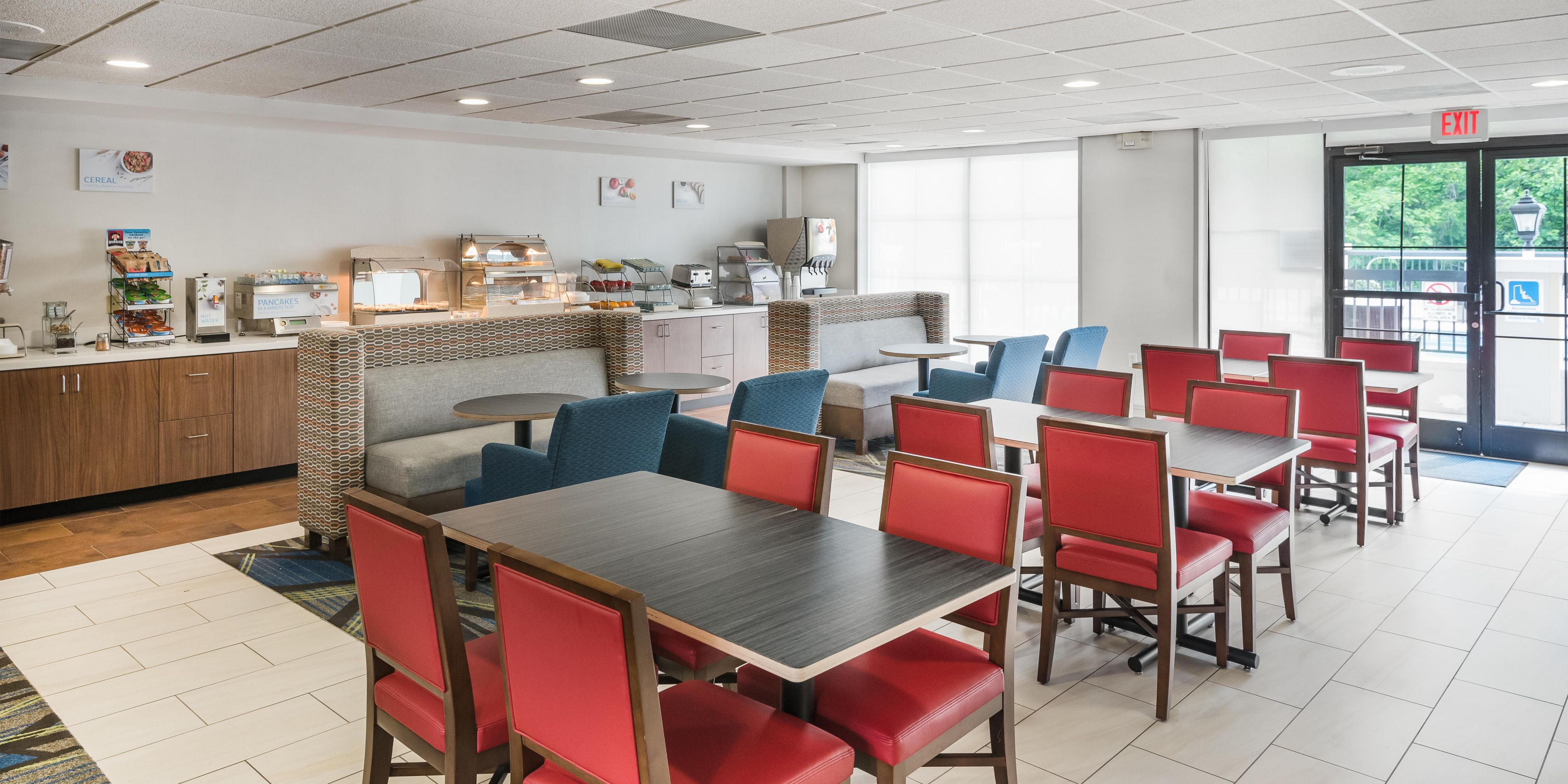 Holiday Inn Express & Suites Charlotte Arpt-Belmont Hotel in