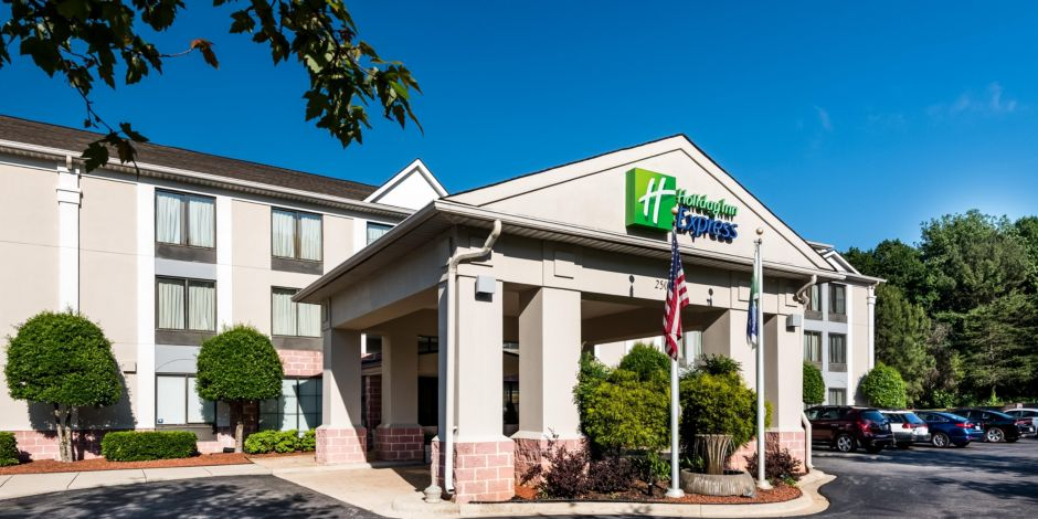Holiday Inn Express & Suites Charlotte Arpt-Belmont Hotel by IHG
