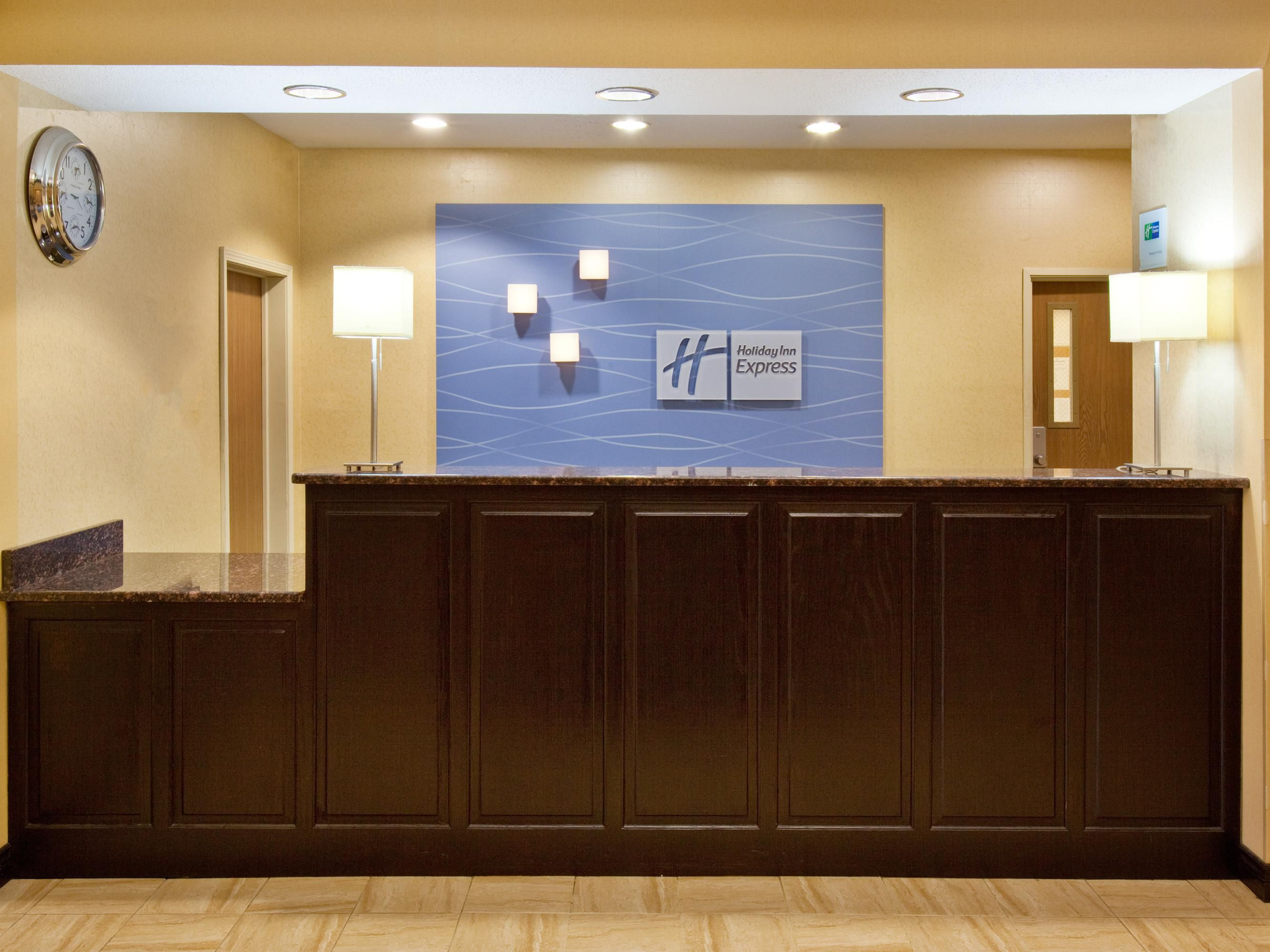 Front Desk-Guest Reception Desk