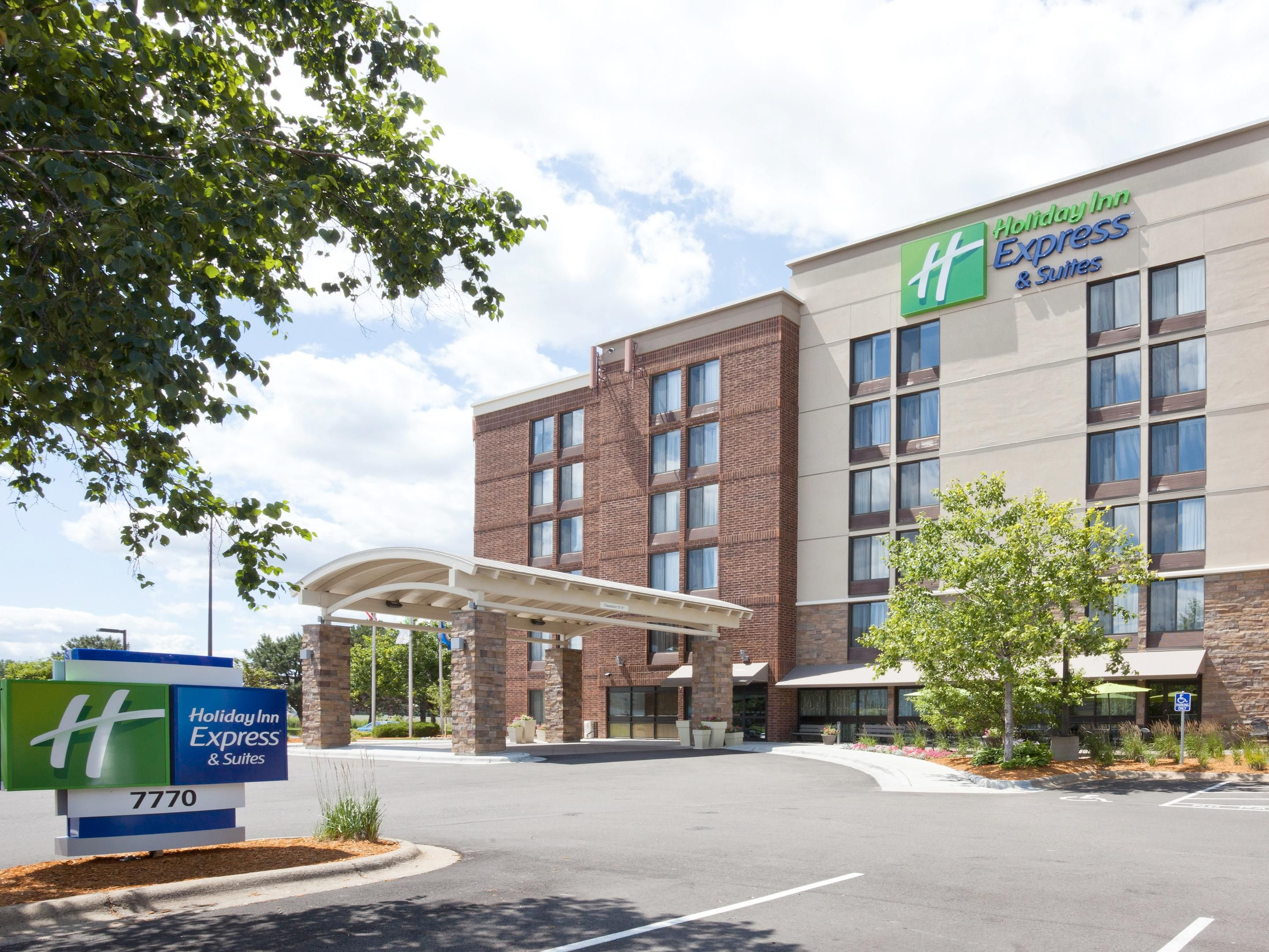 Permalink to Holiday Inn Express Minneapolis