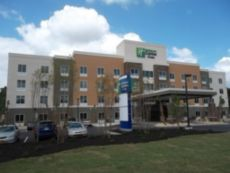 Holiday Inn Express & Suites Southport - Oak Island Area in Bolivia, North Carolina