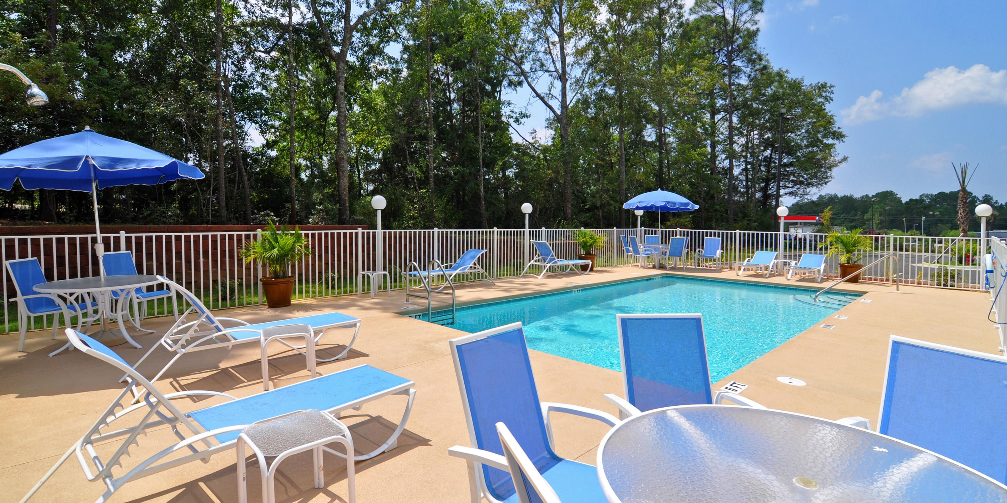 Holiday Inn Express And Suites Bonifay 2531815943 2x1