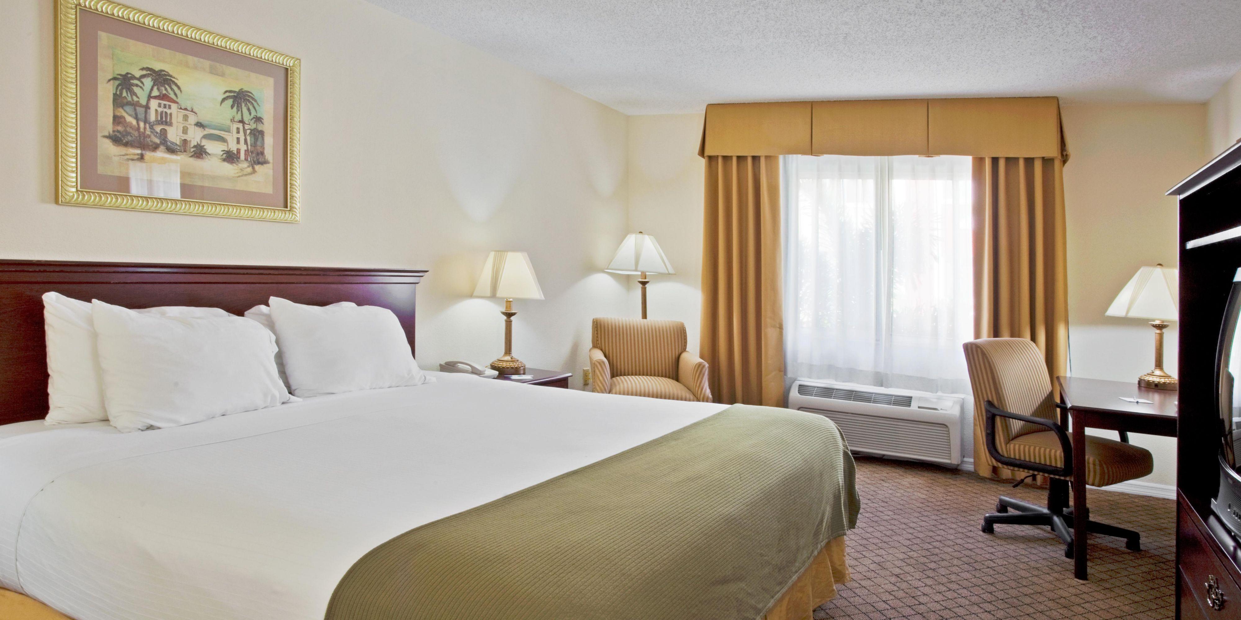 Hotel in Bradenton Beach, FL - Holiday Inn Express & Suites