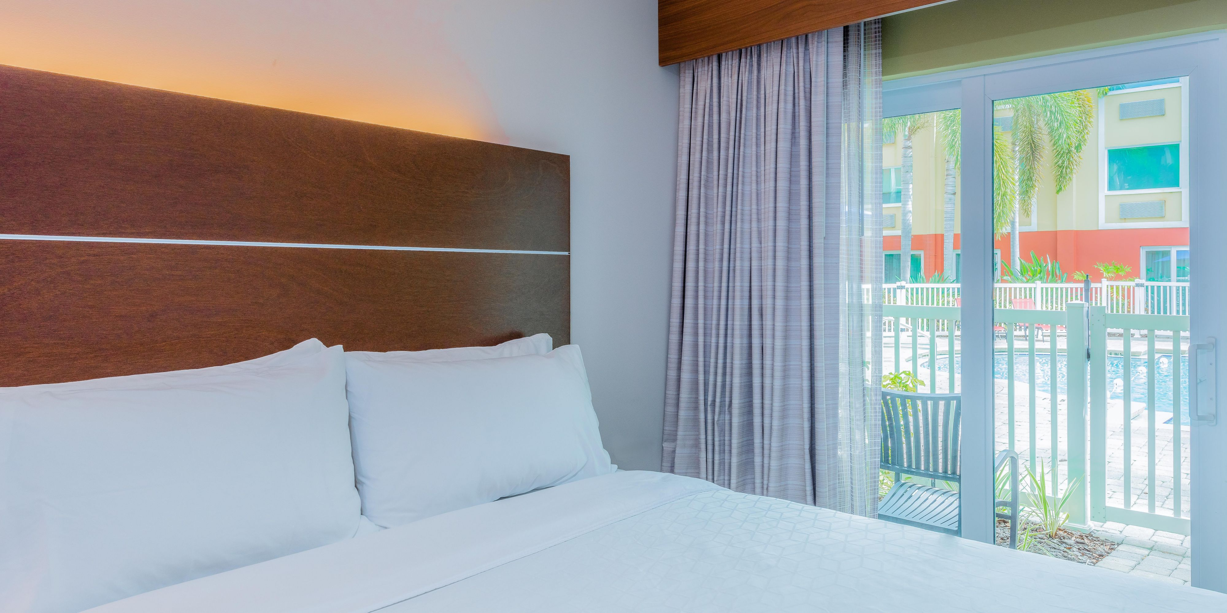 Fine Hotel In Bradenton Beach Fl Holiday Inn Express Suites Inzonedesignstudio Interior Chair Design Inzonedesignstudiocom