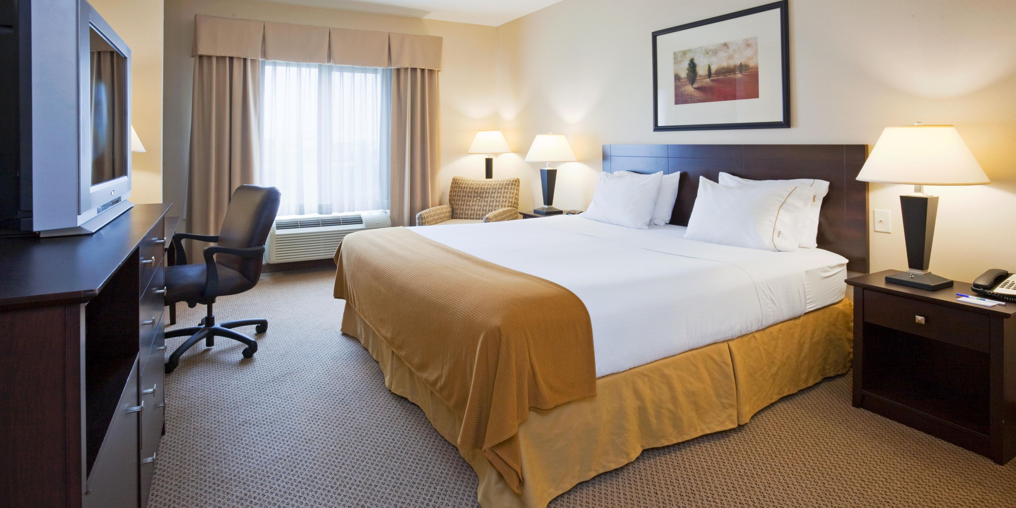 Holiday Inn Express And Suites Brandon 2532095091 2x1