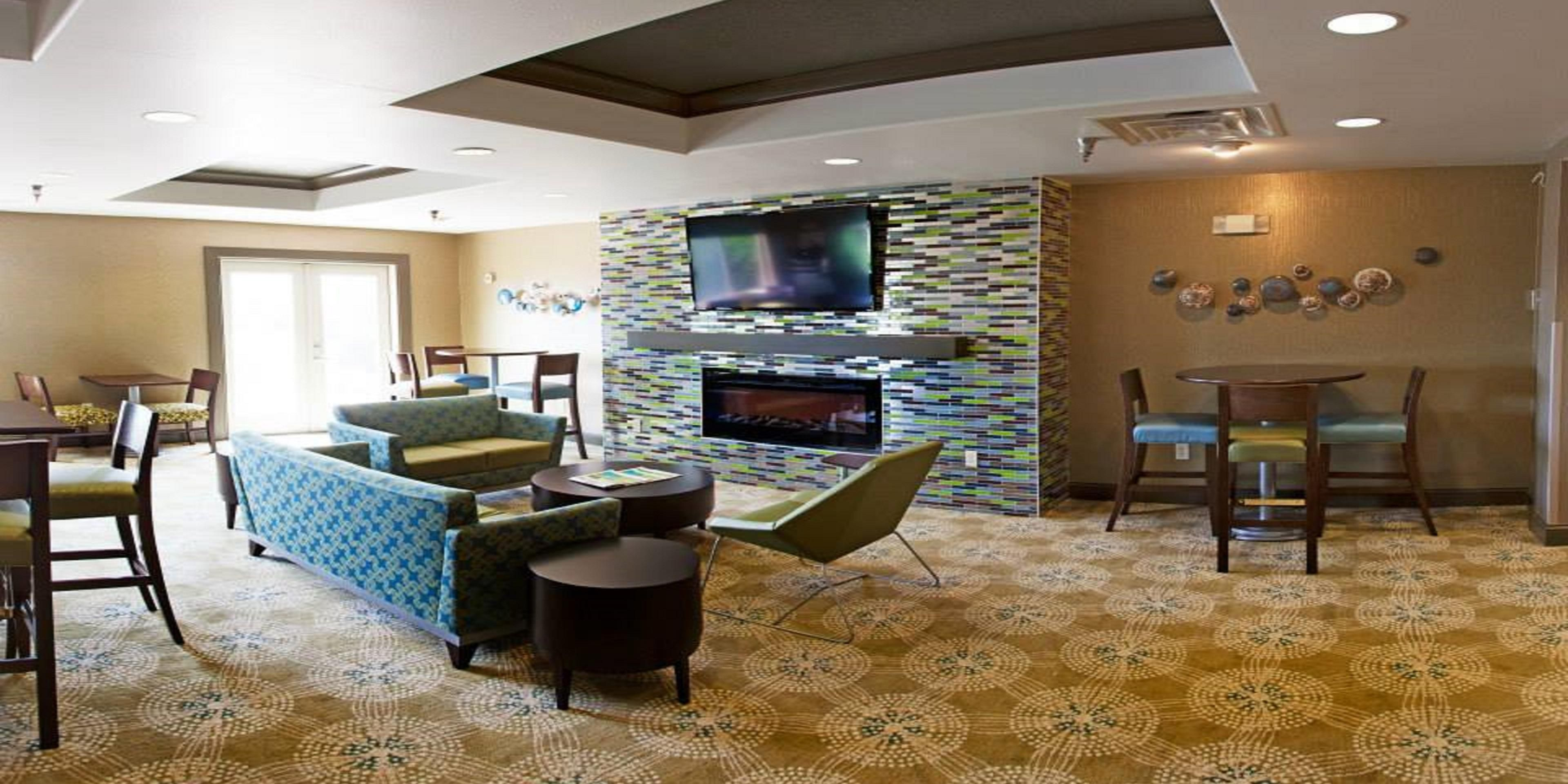 Holiday Inn Express And Suites Brandon 3212658671 2x1