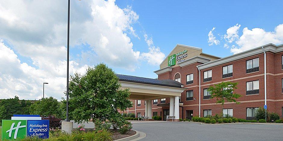 Holiday Inn Express Suites Bridgeport Clarksburg Hotel