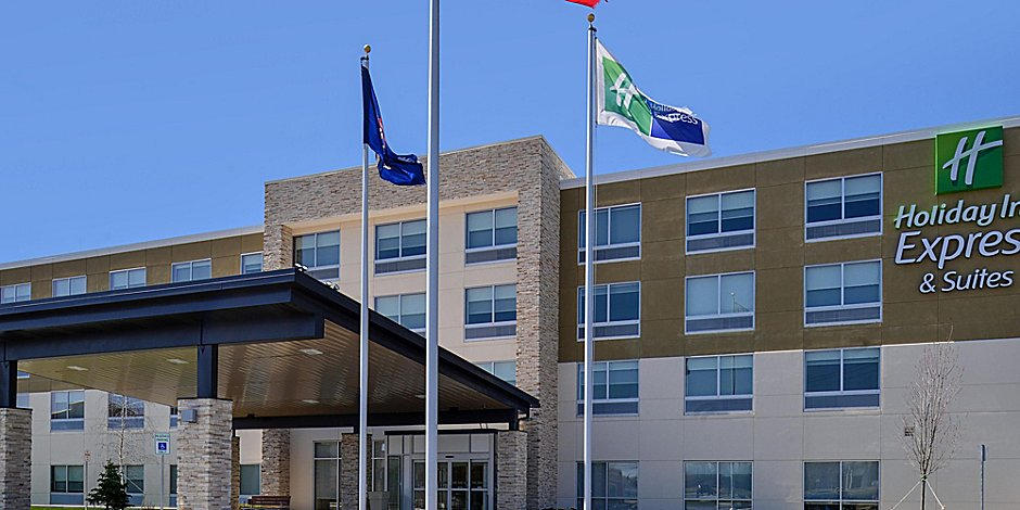 Holiday Inn Express & Suites Brighton South - US 23 Hotel in