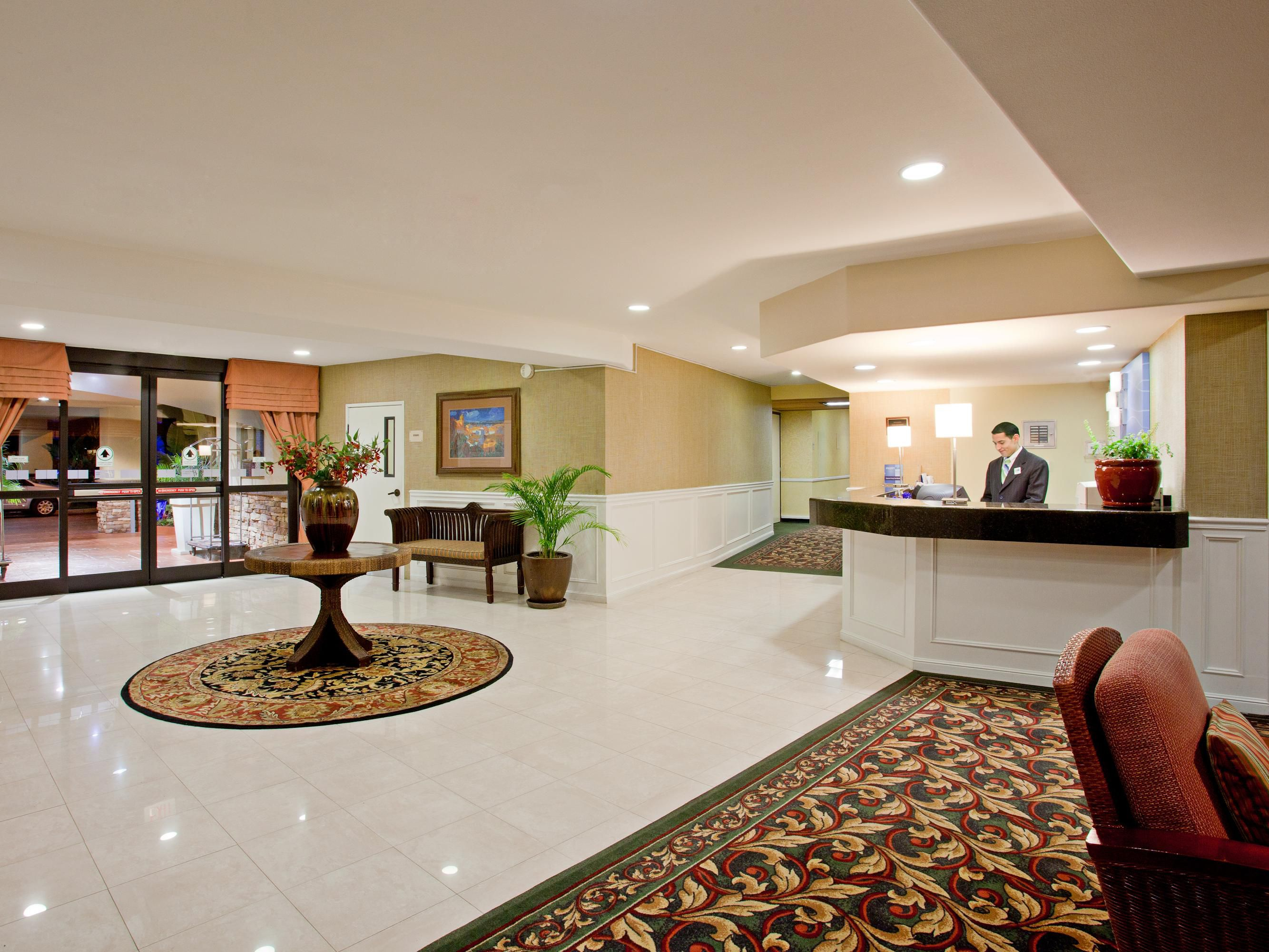 Main Etrance Lobby and Front Desk