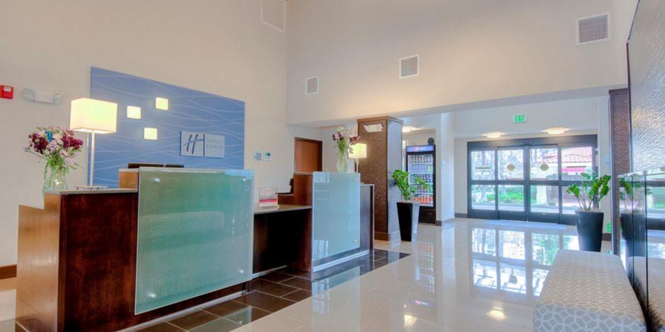 Holiday Inn Express Suites Carlsbad Beach