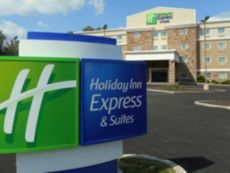 Holiday Inn Express & Suites Carmel North - Westfield in Fishers, Indiana