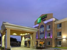 Holiday Inn Express & Suites Carthage in Center, Texas