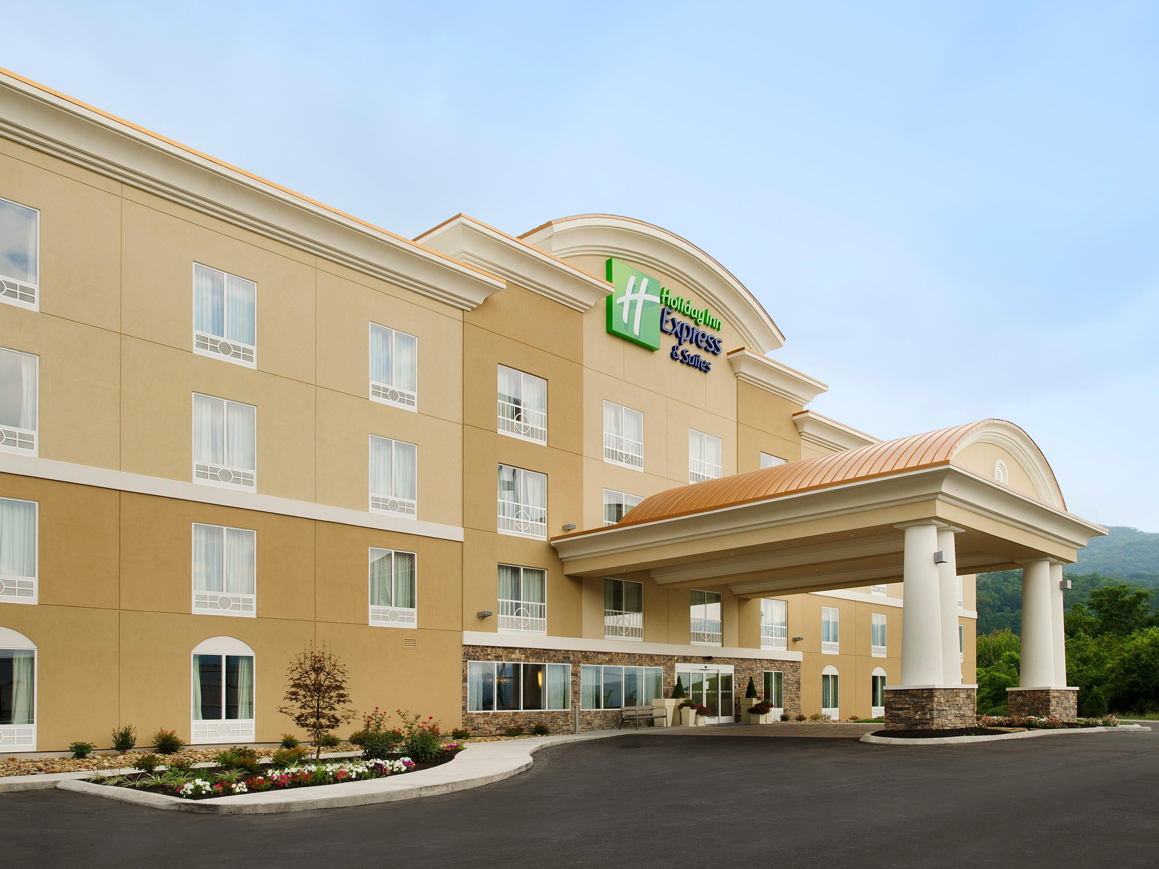 Welcome to the Holiday Inn Express & Suites Caryville, TN!