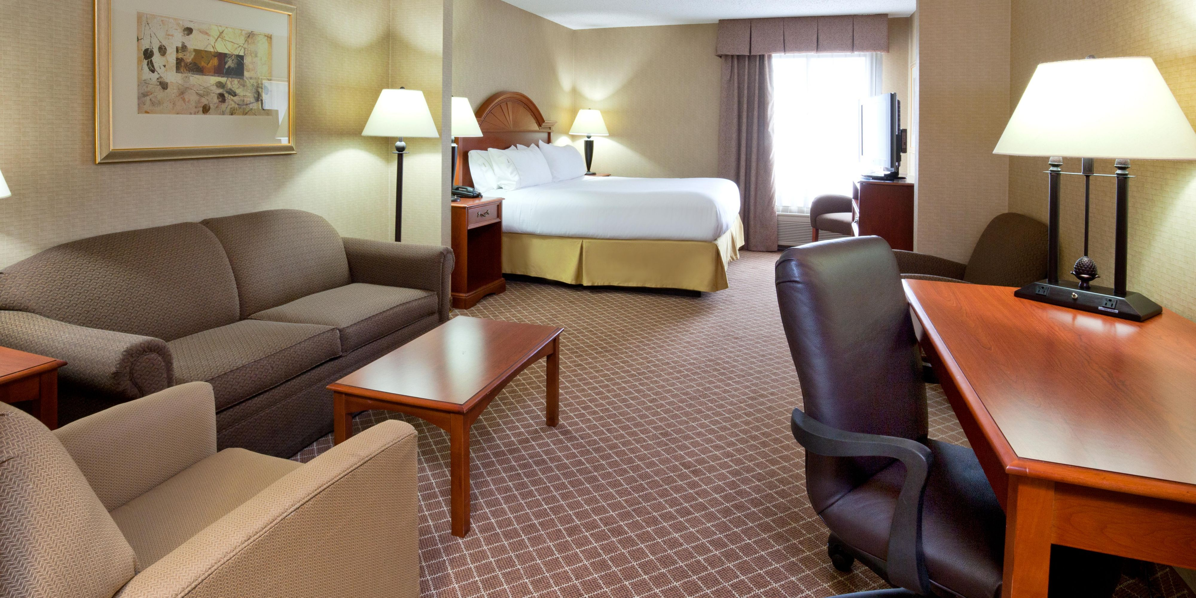 Holiday Inn Express And Suites Cedar Rapids 3971163197